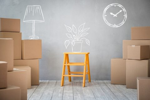 plusieurs cartons de déménagement