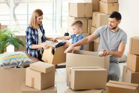 une famille qui déménage